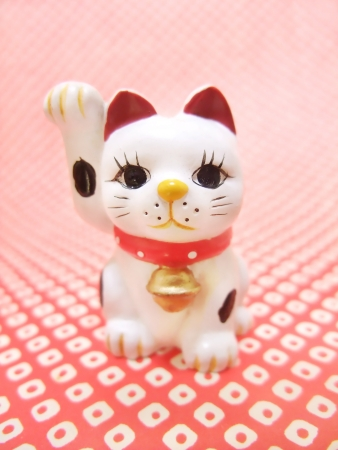 Maneki-neko beckoning cat figurine photo