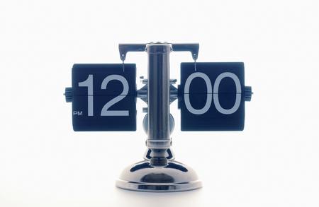o�??clock: Reloj que muestra las 12 horas, el fondo blanco Foto de archivo