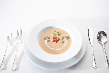 potage: Potaje de tomate en un taz�n Foto de archivo