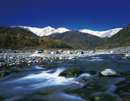 꼭대기가 눈으로 덮인: Snowcapped Mountains,Nagano Prefecture,Japan 스톡 사진