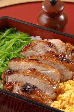 sanshoku: Sanshoku bento with roasted chicken slices, scrambled eggs and vegetables