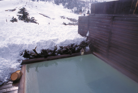 ryokan: Open-air bath in winter