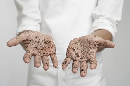 manos sucias: Persona con las manos sucias