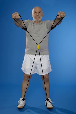 hombre caucasico: Caucasian man with gym rope