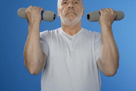 hombre caucasico: Hombre de raza cauc�sica con pesas