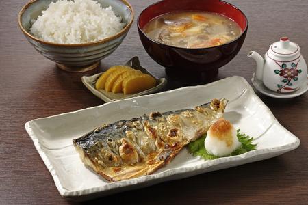 dish fish: Plato de pescado frito