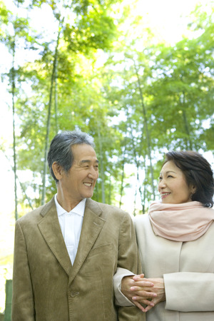 casua: Senior couple taking a walk in the park