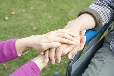echtgenoot: Man en vrouw hand in hand
