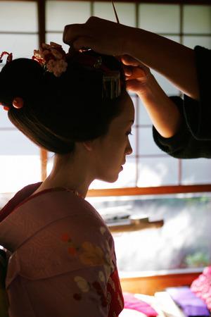 maiko: Maiko doing Her Hair Stock Photo