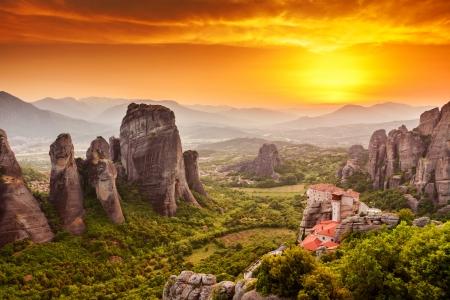 monasteri: Meteora Monastero Roussanou al tramonto, Grecia Archivio Fotografico