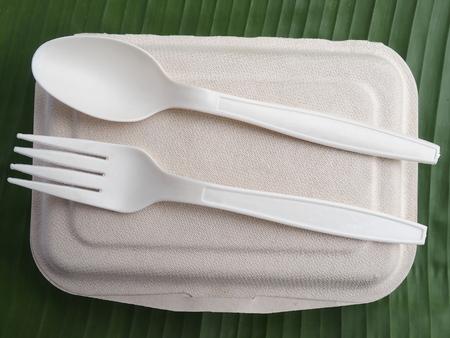 바나나 잎에 bioplastic 숟가락 포크 점심 상자
