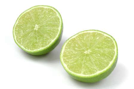 Lime Hälften isoliert auf Weiß  Standard-Bild - 694597
