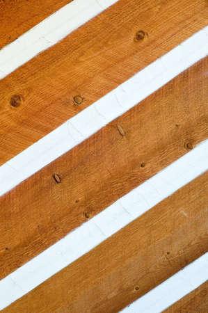 Siding zum Log Cabin Abdichtung durch Klimperei Standard-Bild - 16947147