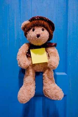 raggedy: notice lovely bear with a post it note Stock Photo