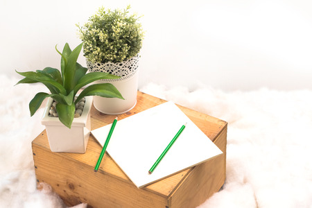paper note: WOOD BOX WITH PAPER NOTE
