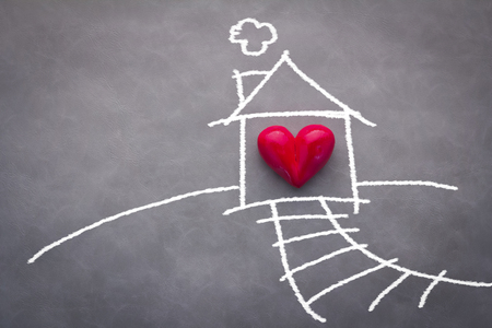home sweet home house drawing with red heart on grey background Standard-Bild