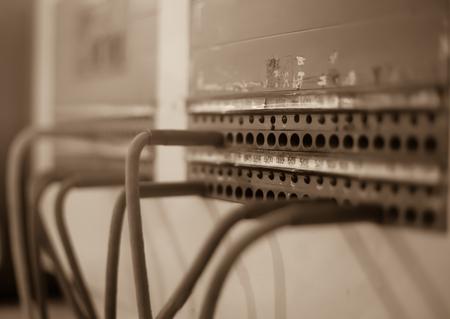 Old Vintage-Telefonzentrale mit monochromen Farbfilter Komunikation Konzept