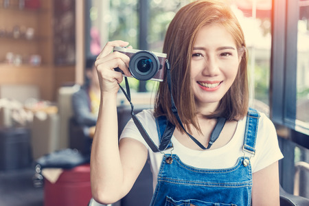 beautiful asia girl with camera in cafe with travel concept light flare effect Archivio Fotografico
