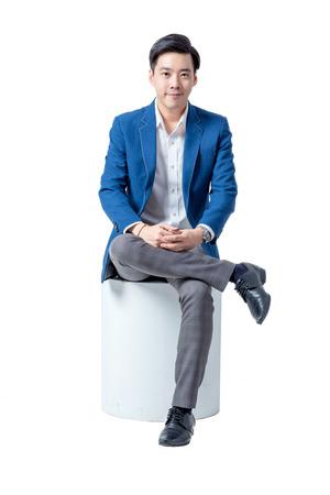 흰색 배경에 고립 된 스마트 아시아 비즈니스 사람