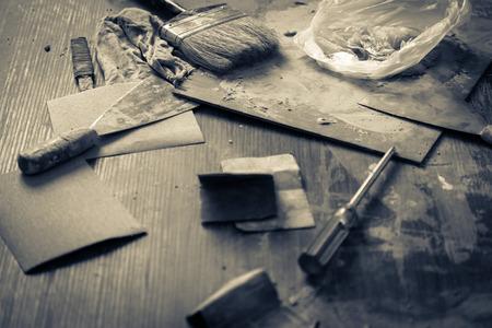 Bau-Konzept mit alten Holz-Tools mit Holzwerkstatt und Licht Flare-Effekt mit Farb tome Bild