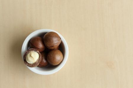 macadamia: Macadamia dans un bol blanc