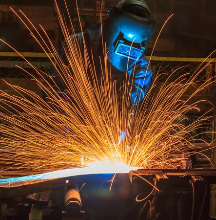 industriales: Movimiento Soldador Industrial parte de la automoción en la fábrica