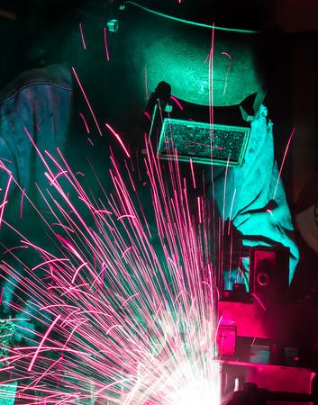 soldadura: Movimiento Soldador Industrial parte de la automoci�n en la f�brica