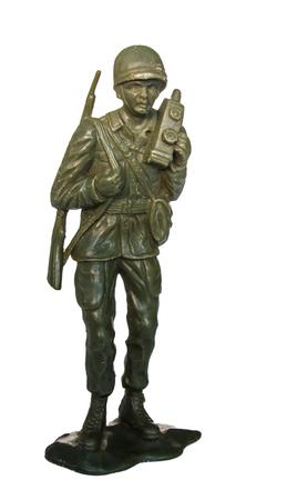 soldado: soldado de juguete en miniatura en el fondo blanco