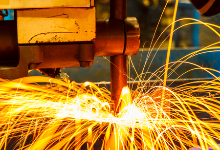 soldadura: Punto máquina de soldar parte de la automoción industrial en la fábrica