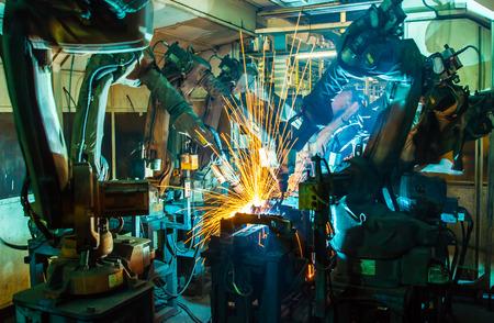 Welding robots movement in a car factory Imagens