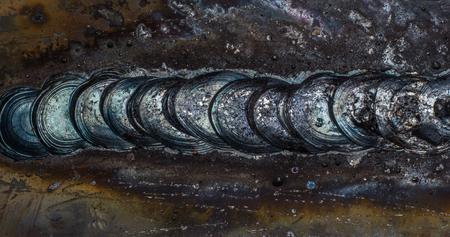 firmeza: cord�n de soldadura en soldadura de chapa de acero de metal de acero industrial en la f�brica