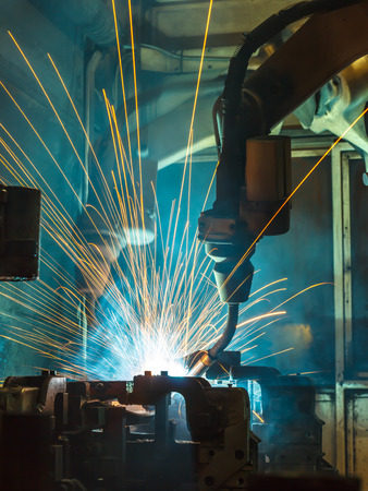 automate: Welding robots movement in a car factory