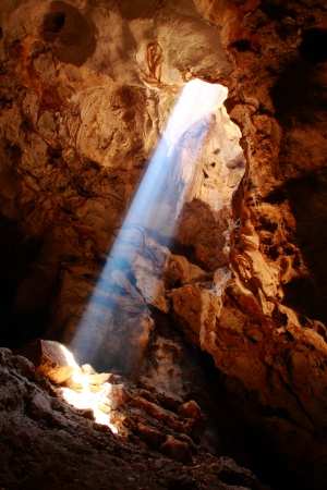 mağara: This is a nice sun ray in Khao-laung cave,Phetchaburi Thailand
