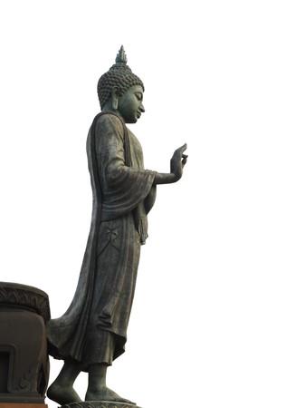 buddha image: caminar a Buda aislar de imagen sobre fondo blanco.