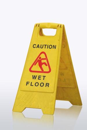 Signe montrant avertissement de sol humide de prudence