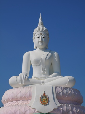 white sitting buddha statue with blue sky. Stock Photo - 8563619