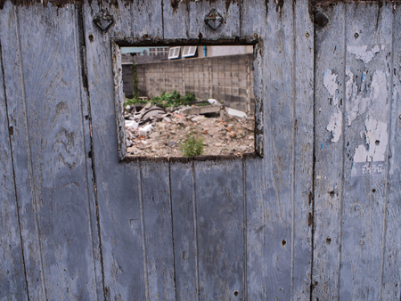 odcisk kciuka: The Old Window in a Wooden Fence