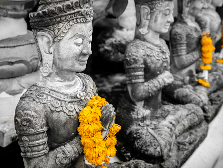 The Yellow Garlands on Hands of The Old Bhddha Statues in The Old Temple in Thailand Imagens