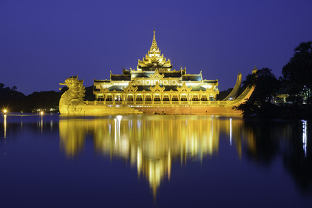 outdoor lighting: Kandawgyi Lake - Yangon - Myanmar