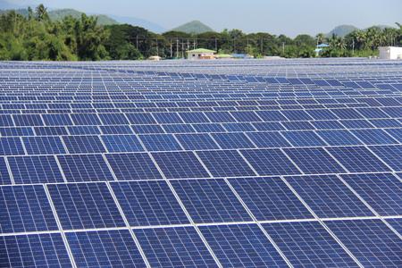 Gran Escala En el suelo la planta de energía solar fotovoltaica