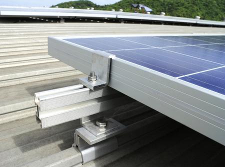 장착 키트 태양 광 태양 광 옥상 스톡 콘텐츠