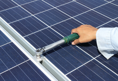 Tighten Solar Panel Clamp with Torque Wrench