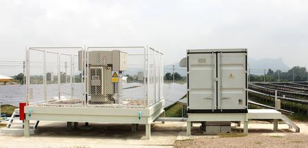 Solarfarm インバーター キャビネットおよび変圧器のヤード
