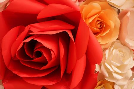 종이로 만든 빨간 장미
