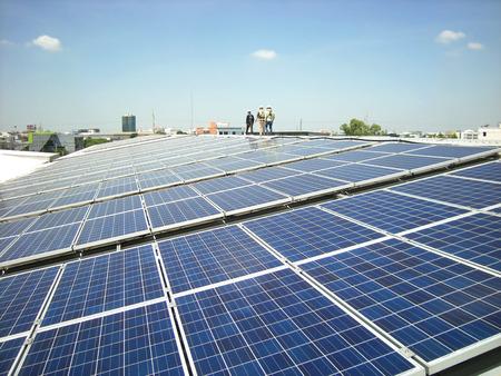 워킹 워커와 태양 PV 옥상