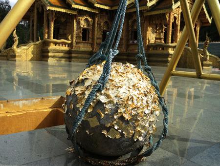 불교 사원에 거룩한 돌 공