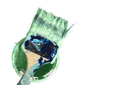 흰색 배경에 양동이에 사용되는 페인트 브러시 추상 회화 스톡 콘텐츠