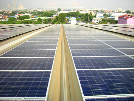 대형 태양 광 태양 광 옥상 시스템 서스펜션 브리지 배경 스톡 콘텐츠