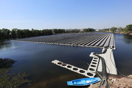 Floating Solar PV System under construction 스톡 콘텐츠 - 127712469