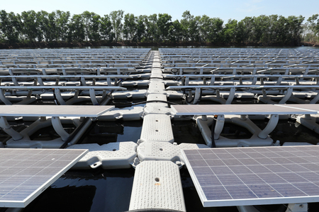 Walkway of Floating Solar PV System 스톡 콘텐츠